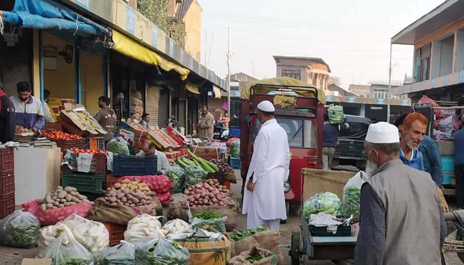 'No disruption in vegetables, essential items due to lockdown in Srinagar'
